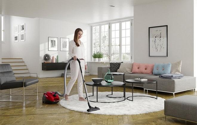 Уборка квартиры пылесосом