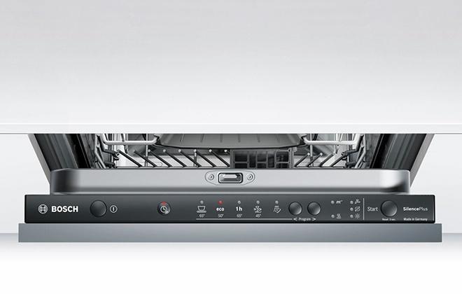 Кнопки на панели управления посудомоечной машиной Bosch