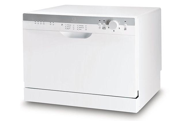 Модель белого цвета