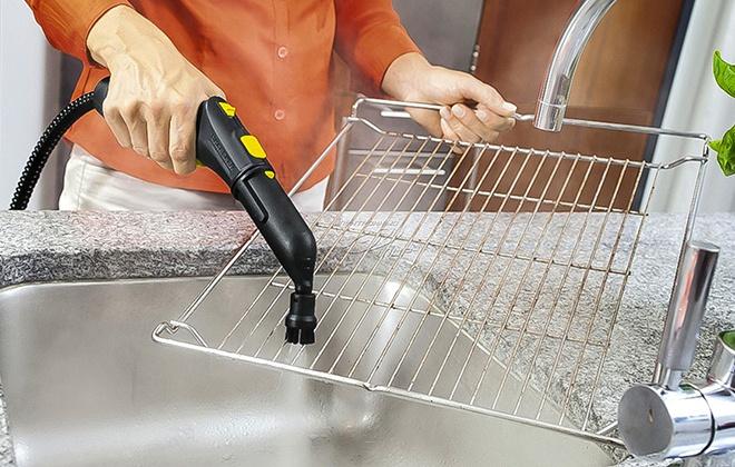 Мойка металлической полки с помощью пароочистителя
