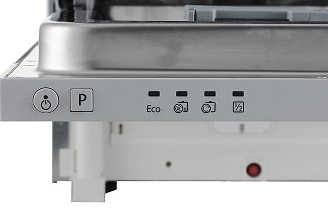 Панель с кнопками и индикаторами