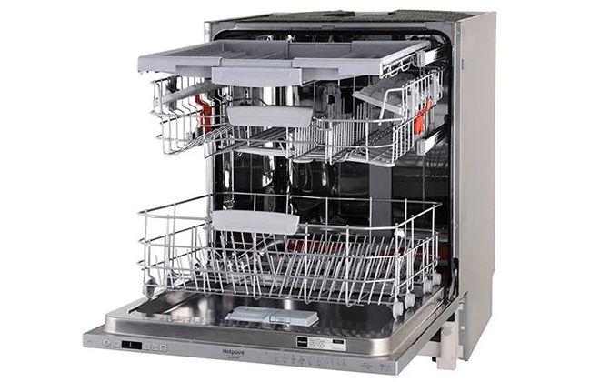 Посудомойка Hotpoint-Ariston в открытом состоянии