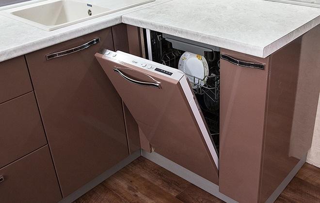 Пример узкой посудомойки