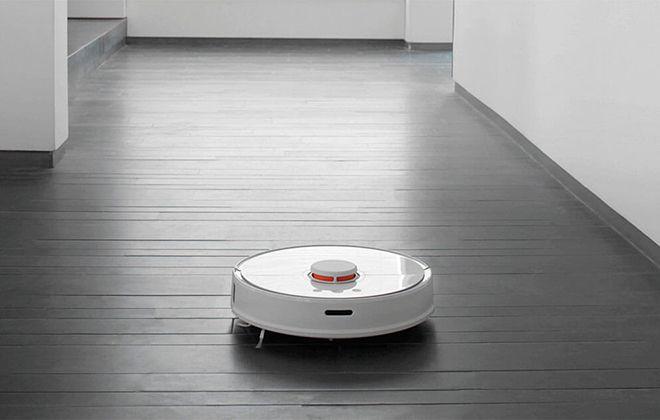 Пылесос Xiaomi Mi Robot Vacuum Cleaner в работе