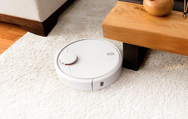 Робот-пылесос в работе
