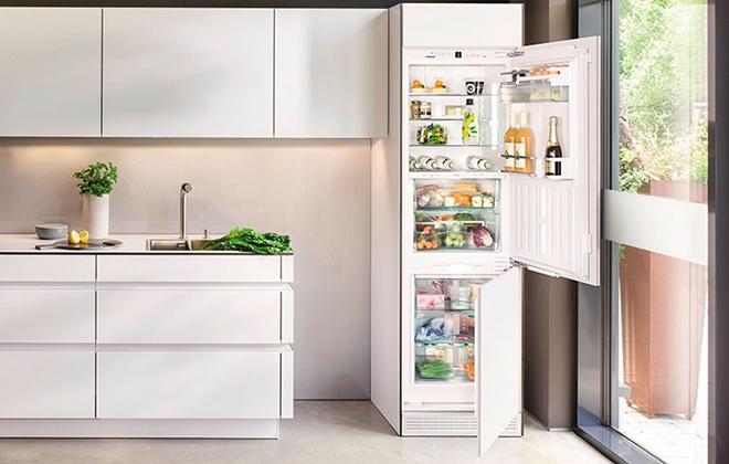 Встроенный холодильник Asko RFN2247I на кухне