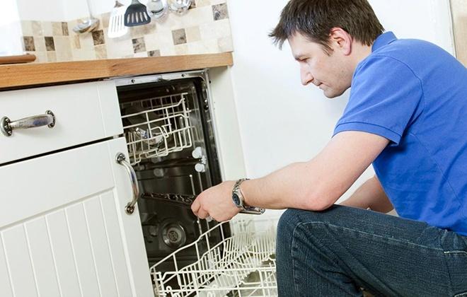 Замена запчасти в посудомойке