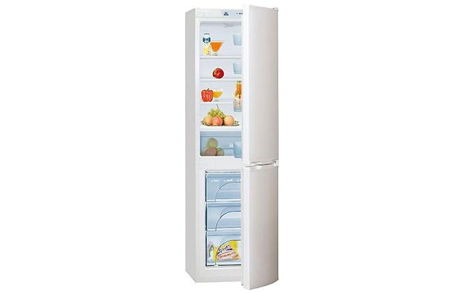Холодильник Atlant ХМ 4214-000 с продуктами внутри