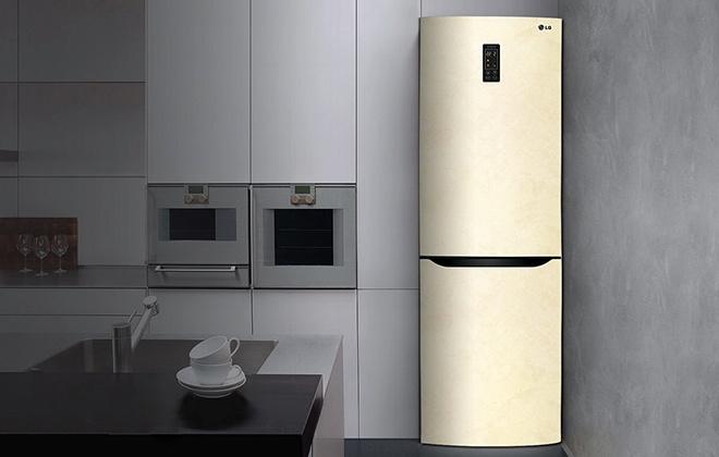 Холодильник LG бежевого цвета