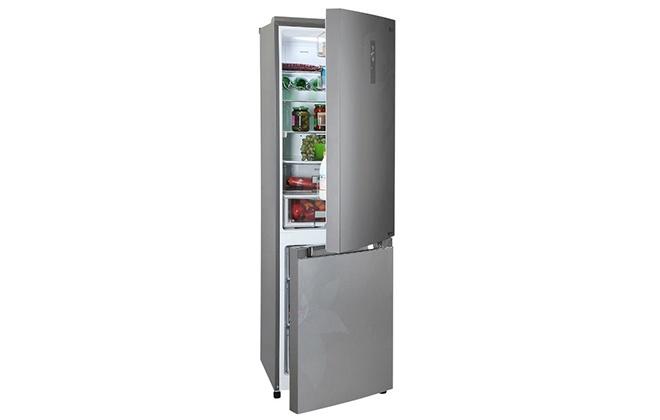 Холодильник LG с открытыми дверцами
