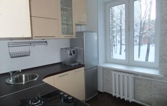Холодильник серый в интерьере