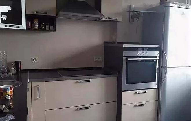 Отдельно стоящий холодильник и духовой шкаф