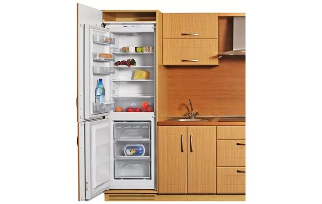 Встроенный холодильник Atlant ХМ 4307-000 с открытыми дверцами