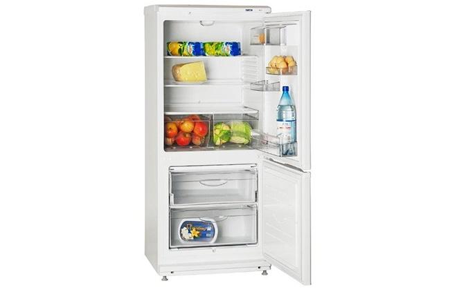 Холодильник Атлант 4008-022 с открытыми дверцами