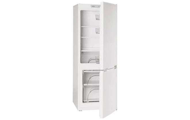 Холодильник Атлант 4208-000 с приоткрытыми дверцами