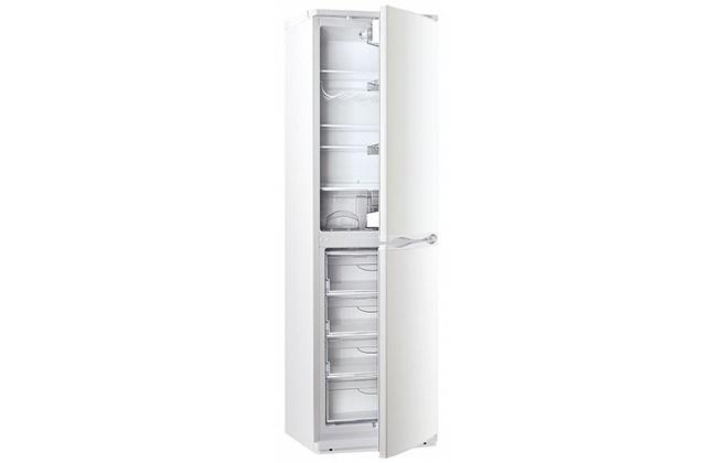 Холодильник Атлант 6025-031 с приоткрытыми дверцами