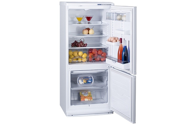 Холодильник Атлант ХМ 4010-022 с продуктами