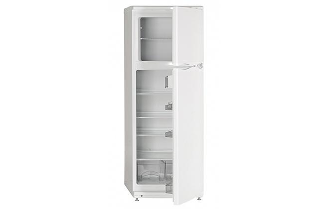 Холодильник Atlant с приоткрытыми дверцами