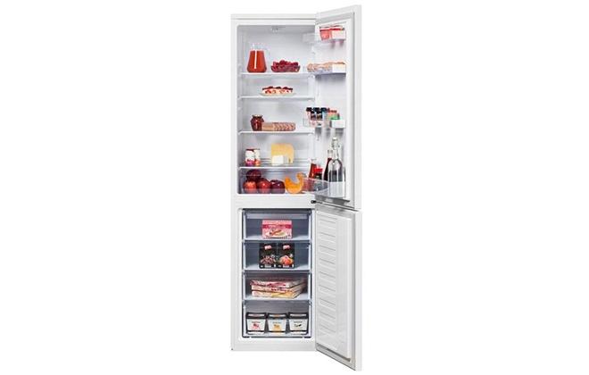 Холодильник Beko RCSK335M20W с продуктами внутри