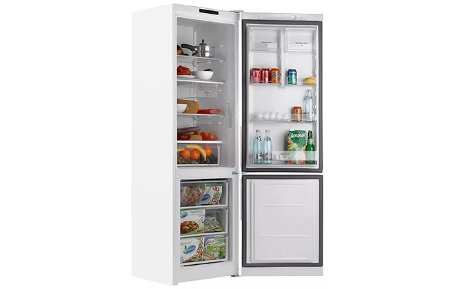 Холодильник Hotpoint-Ariston HS 3180 W с продуктами