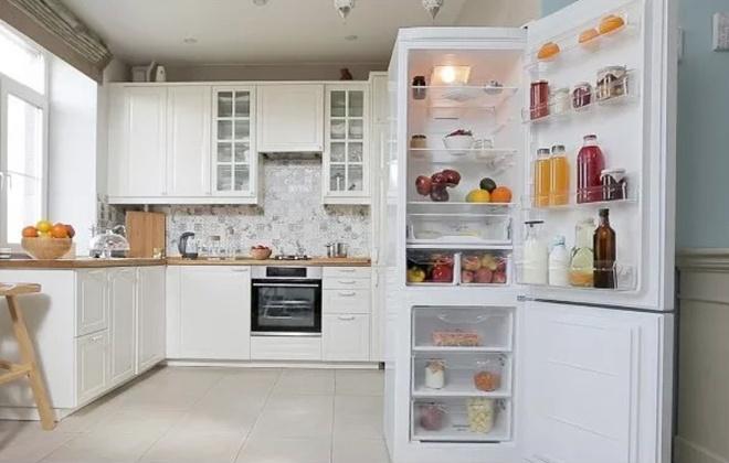 Холодильник Indesit ITF 120 W на кухне