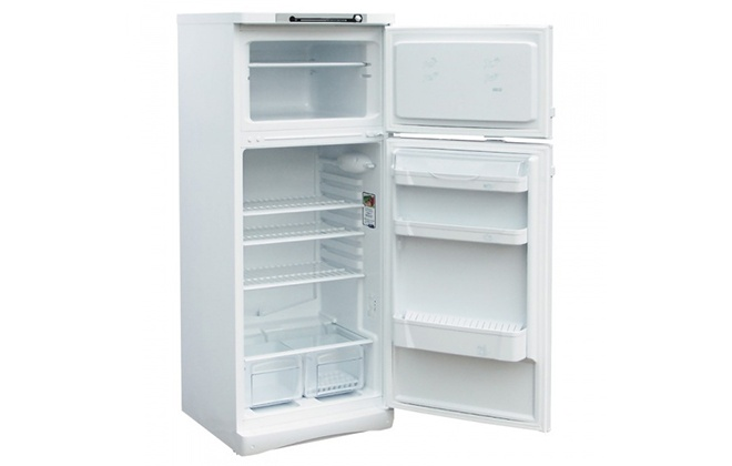 Холодильник Indesit ST 167 внутри
