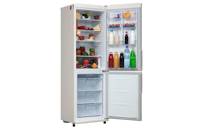 Холодильник LG GA-B409UEQA с продуктами