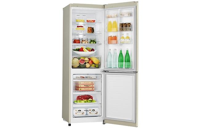 Холодильник LG GA-M429SERZ с продуктами