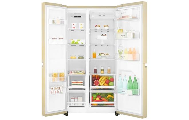 Холодильник LG GC-B247SEUV с продуктами