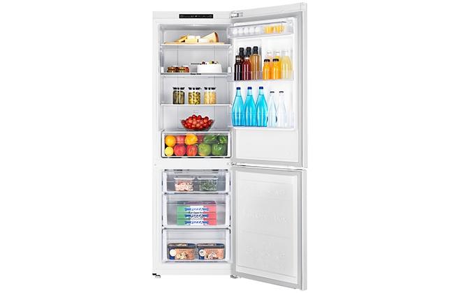 Холодильник Samsung RB30J3000WW с продуктами