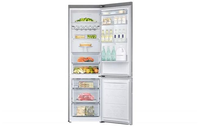 Холодильник Samsung RB37J5261SA с продуктами