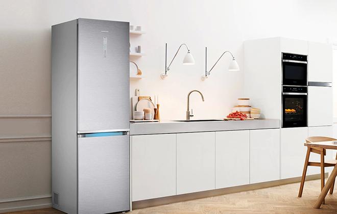 Холодильник Samsung RB41J7811SA на кухне