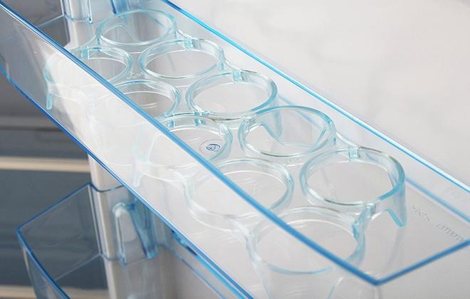 Подставки для яиц в холодильнике Бирюса