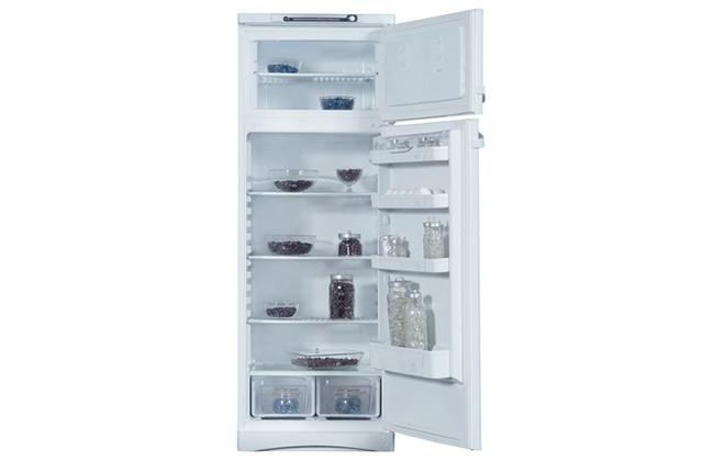 Расположение полочек внутри холодильника Indesit ST 167