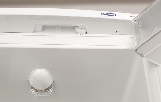 Свет и регулировка температуры в холодильнике