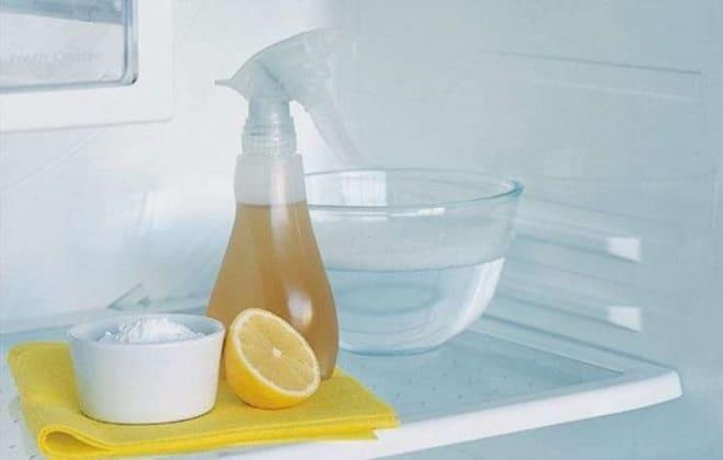 Лимон и уксус в холодильнике