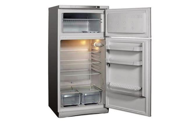 Почему холодильник не включается а свет внутри горит