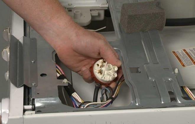 Датчик уровня воды в стиралке Bosch