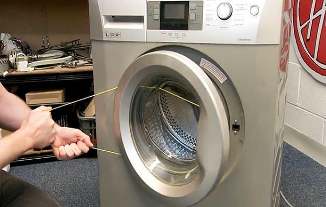Как самостоятельно открыть стиральную машинку веревкой