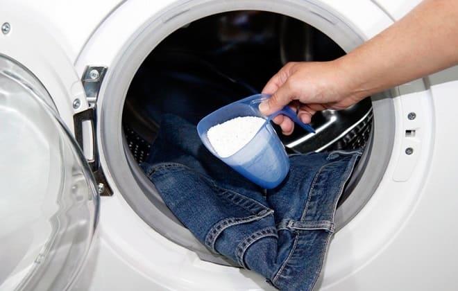 Можно ли засыпать порошок в барабан стиральной машины и сколько