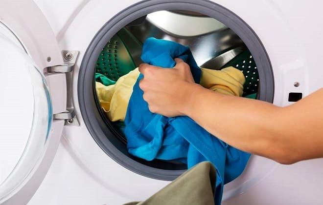 Неравномерное распределение одежды в барабане стиралки