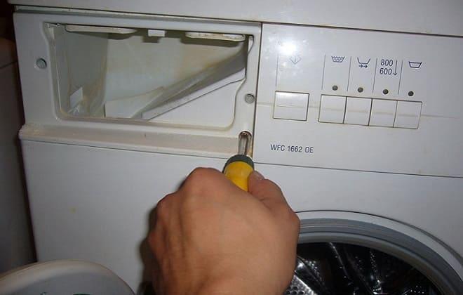 Снятие лотка для моющих средств