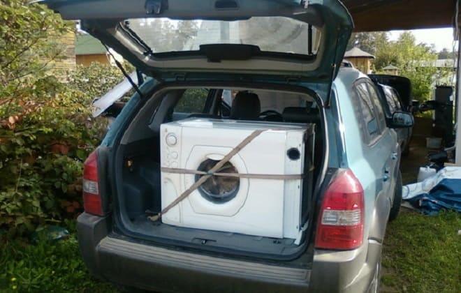 Стиралка в машине на боку