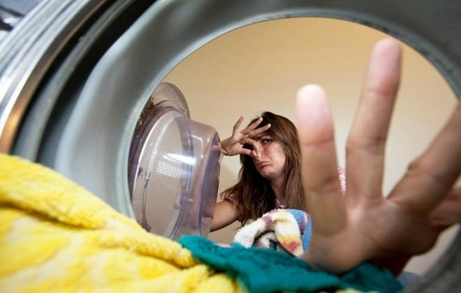 Как можно самостоятельно избавиться от запаха в стиральной машине автомат