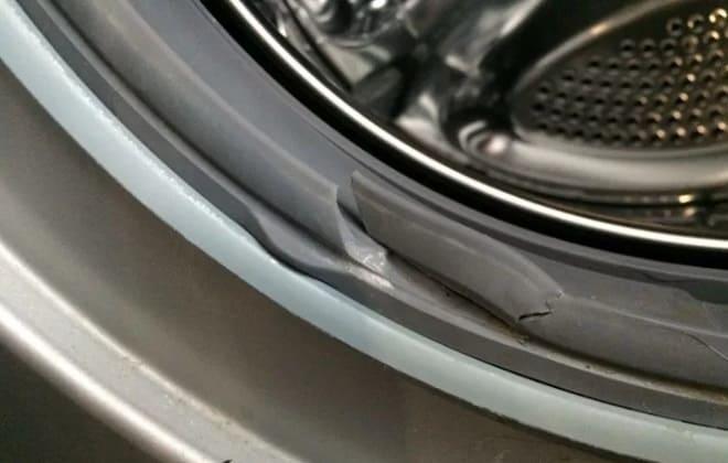 Повреждена манжета дверцы