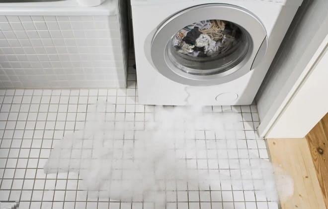 Сильно течет стиральная машина снизу