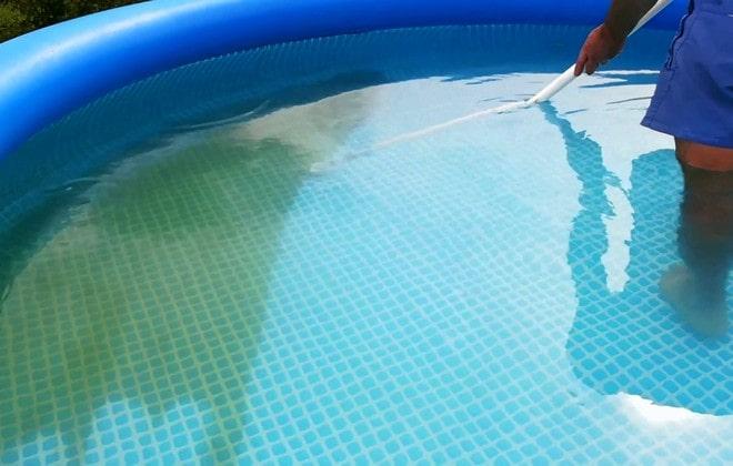 Уборка в надувном бассейне