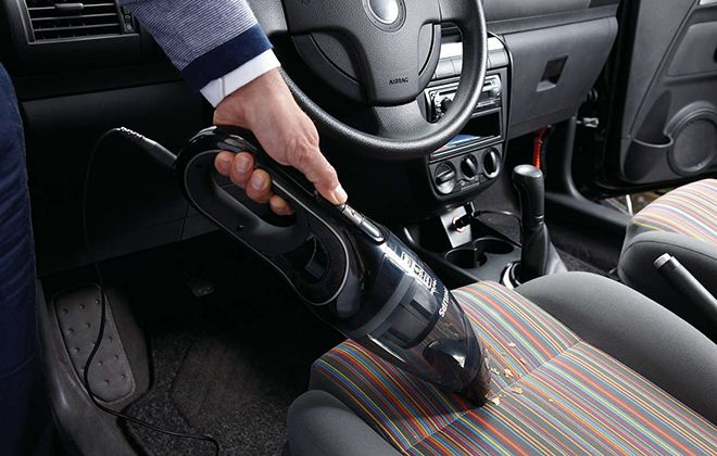 Использование пылесоса в машине