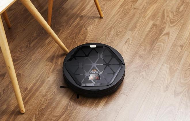 Робот черного цвета