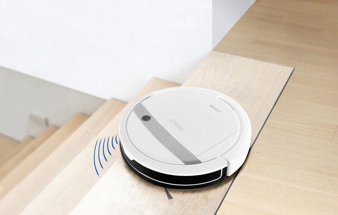 Робот-пылесос Deebot в работе